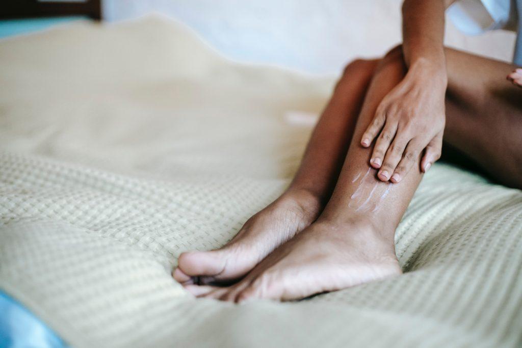 quitar estrías rojas piernas crema