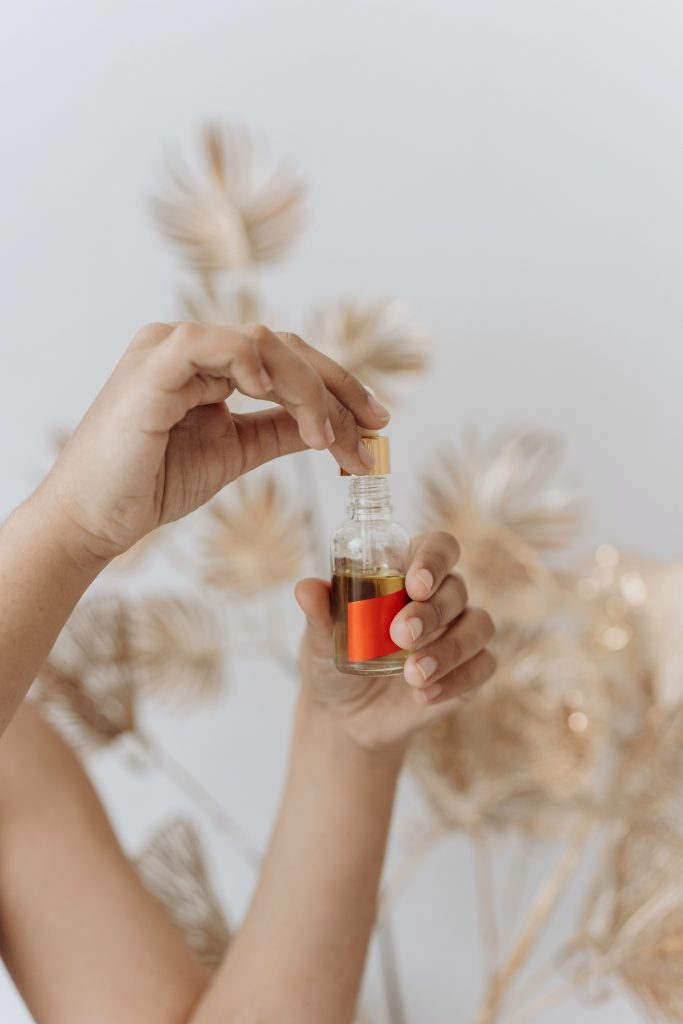 tratar codos secos aceites corporales