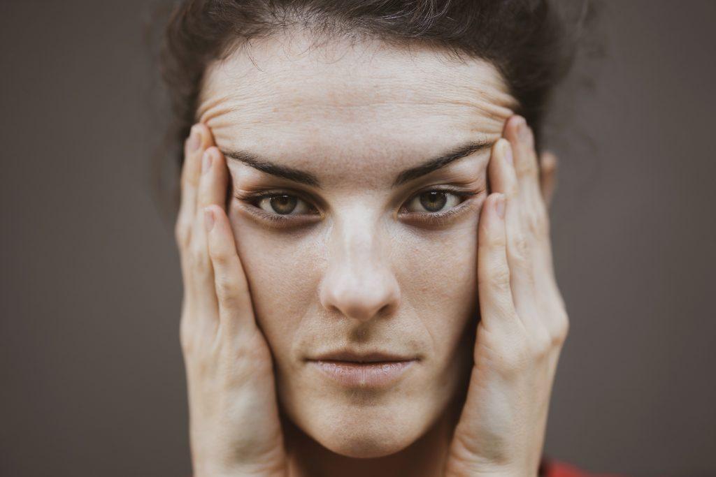 cómo eliminar arrugas entrecejo