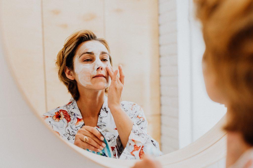 rutina cuidado piel a los 50 años hidratante