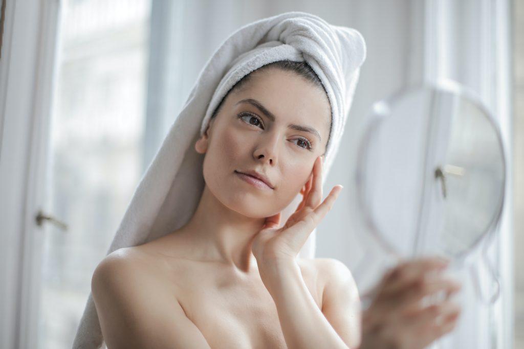 los mejores contornos de ojos para mujeres de 40 años
