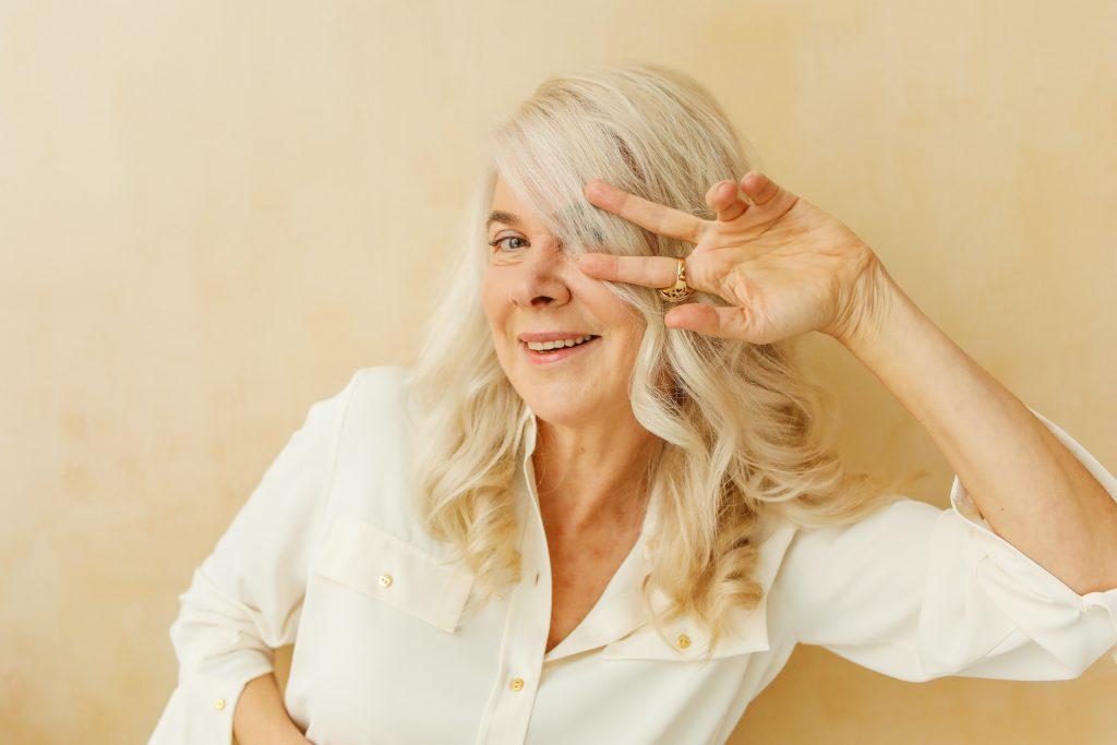 los mejores contornos de ojos para mujeres de 60 años